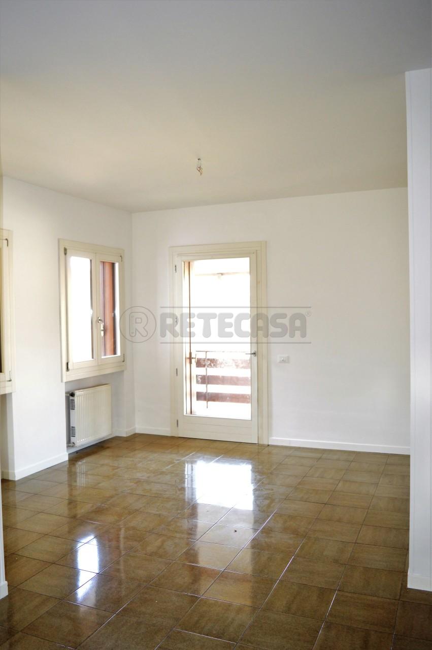 Appartamento in affitto a Villaga, 6 locali, prezzo € 400 | Cambio Casa.it