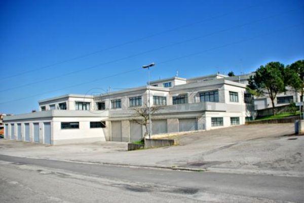 Diviso in ambienti/Locali in affitto a Ancona in Grandi