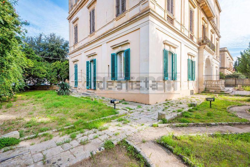 Appartamento in vendita a Lecce, 6 locali, prezzo € 390.000 | Cambio Casa.it