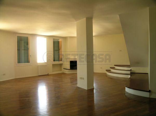 Attico / Mansarda in vendita a Osimo, 6 locali, prezzo € 220.000   Cambio Casa.it