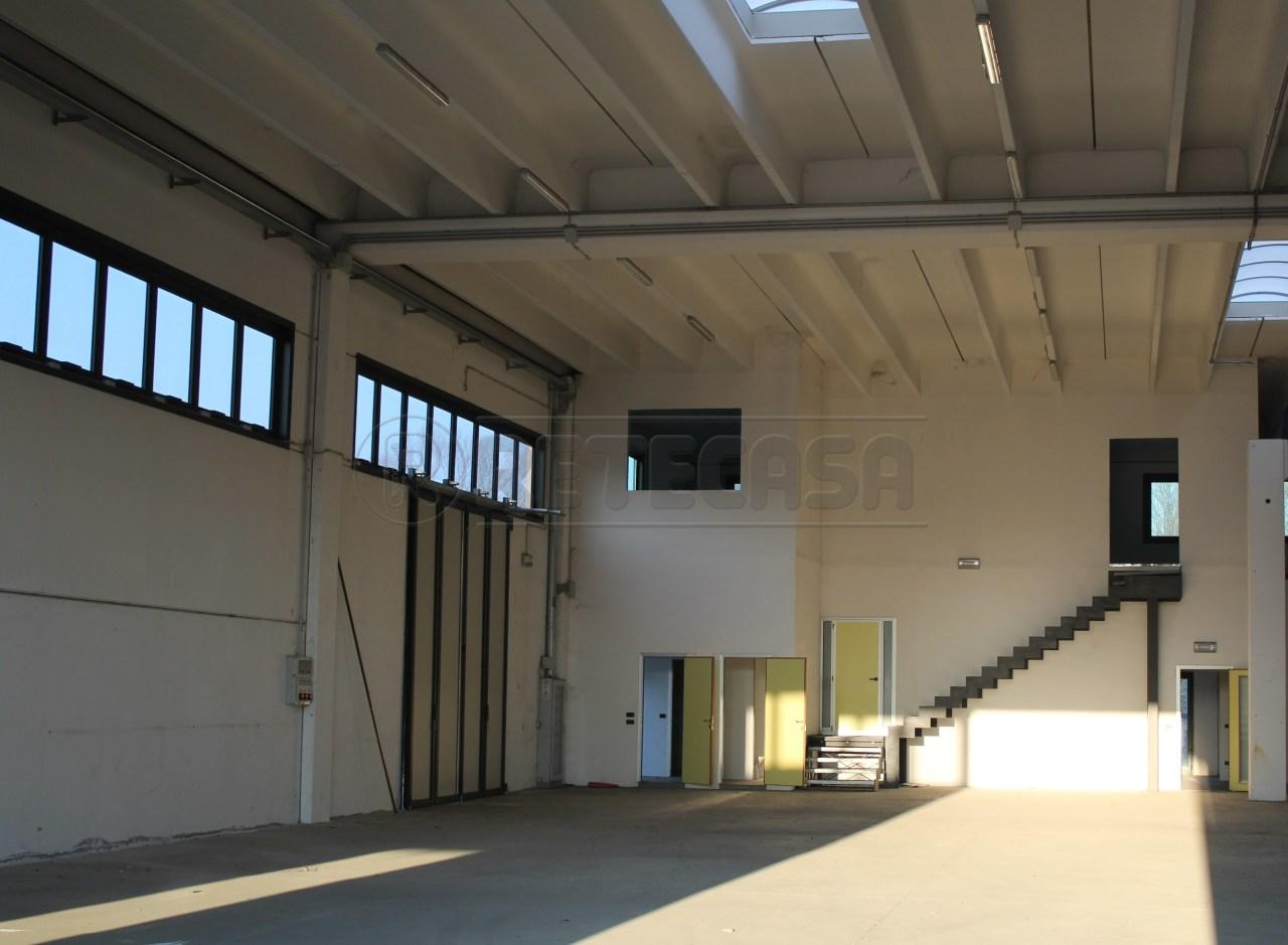 Capannone in vendita a Battaglia Terme, 3 locali, Trattative riservate | Cambio Casa.it