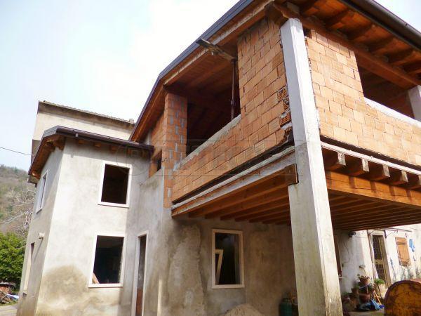 Rustico / Casale in Vendita a Montecchia di Crosara