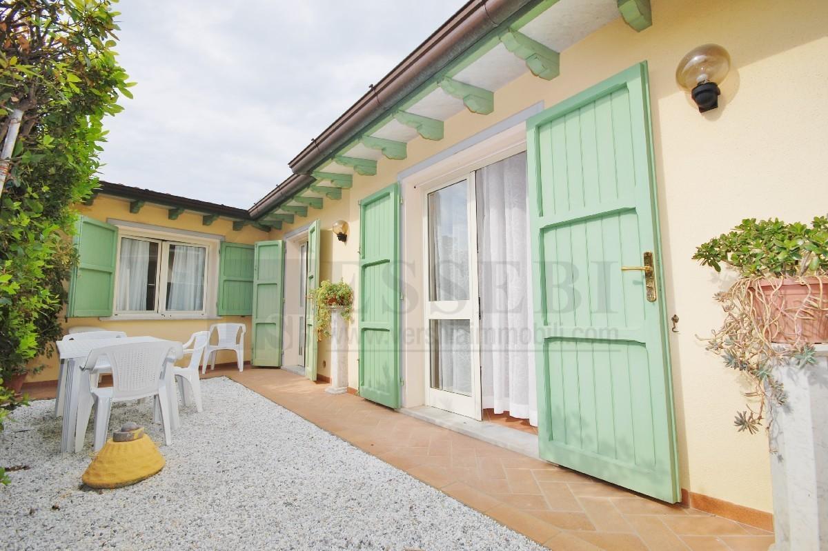 Soluzione Semindipendente in affitto a Pietrasanta, 3 locali, Trattative riservate | Cambio Casa.it
