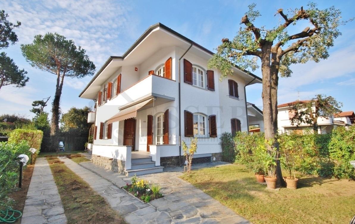 Soluzione Indipendente in Affitto a Pietrasanta