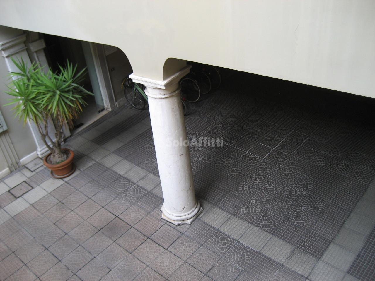Bilocale affitto brescia zona brescia antica for Planimetrie da 2500 piedi quadrati