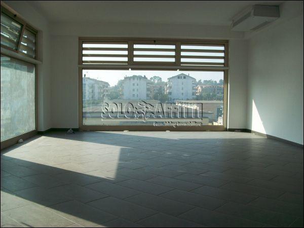 Ufficio / Studio in affitto a Città Sant'Angelo, 2 locali, prezzo € 1.000 | Cambio Casa.it
