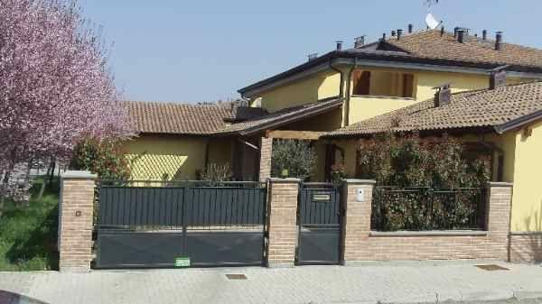 Soluzione Indipendente in vendita a Parma, 6 locali, prezzo € 325.000 | Cambio Casa.it