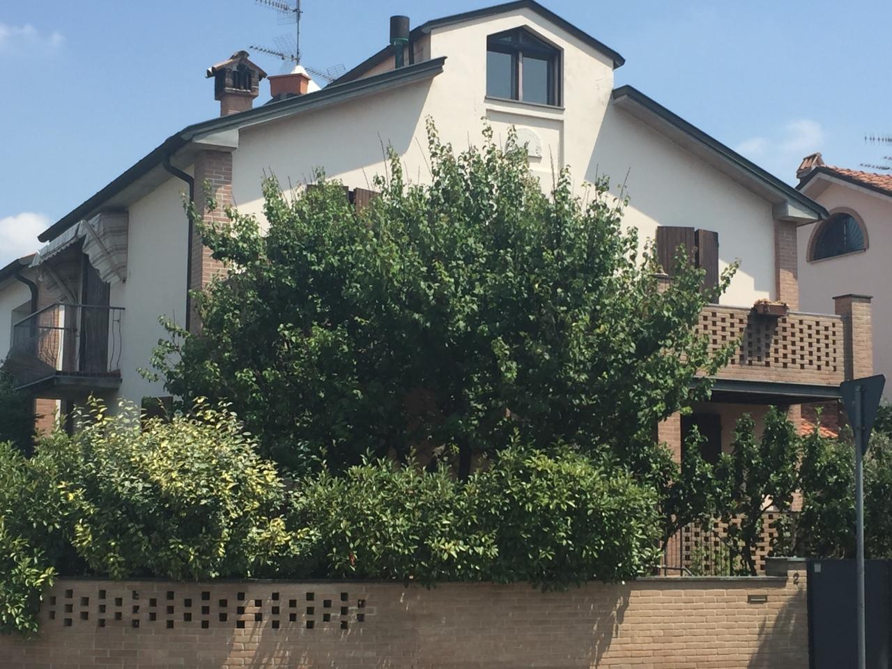 Villa in vendita a Parma, 8 locali, prezzo € 390.000 | Cambio Casa.it