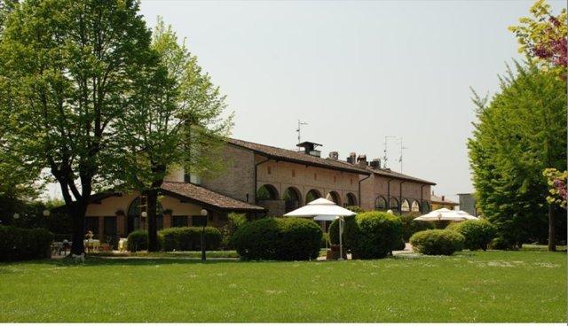 Villa in vendita a Torrile, 10 locali, prezzo € 700.000 | Cambio Casa.it