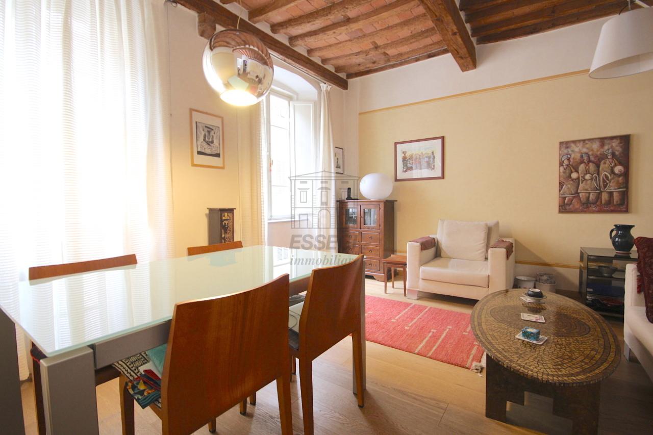 Lucca casa in centro storico totalmente ristrutturata piano primo  img 4