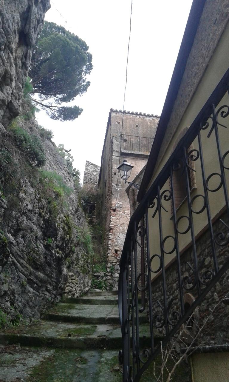 Appartamento in vendita a Bova, 6 locali, prezzo € 55.000 | Cambio Casa.it