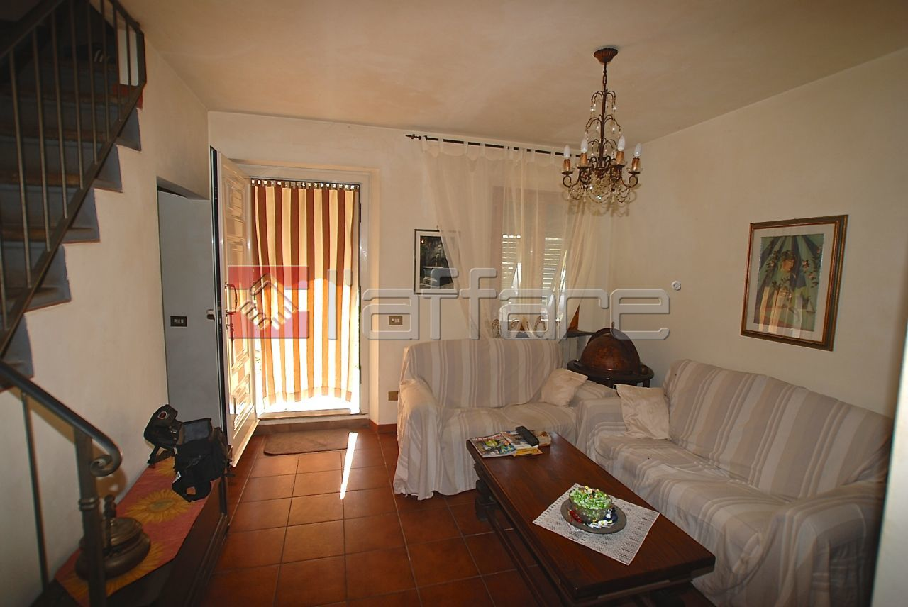Soluzione Indipendente in vendita a Pontedera, 4 locali, prezzo € 129.000 | CambioCasa.it