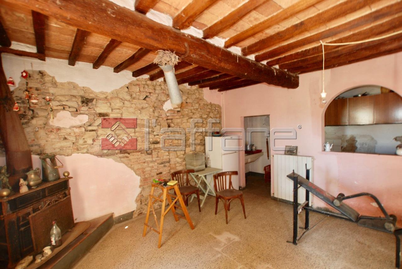 Appartamento in vendita a Palaia, 4 locali, prezzo € 120.000 | CambioCasa.it