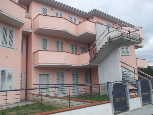Appartamento quadrilocale in vendita a Massa e Cozzile (PT)