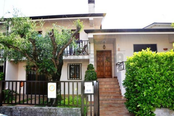 Soluzione Semindipendente in vendita a Turriaco, 9 locali, prezzo € 250.000 | Cambio Casa.it