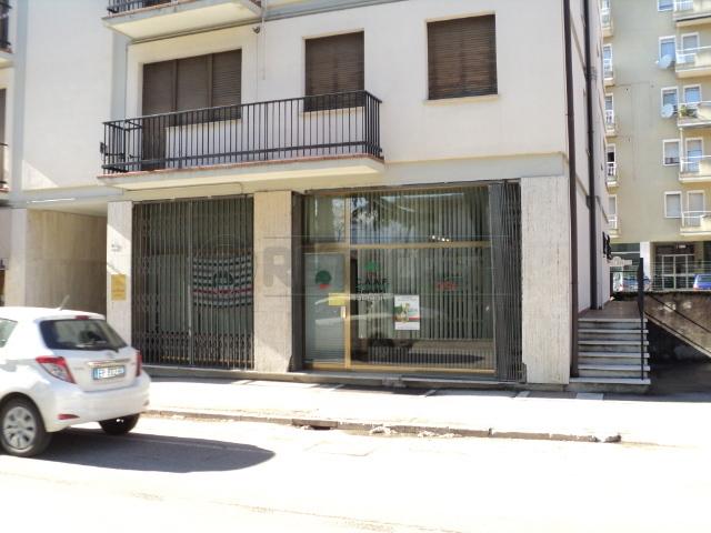 Negozio / Locale in affitto a Belluno, 4 locali, prezzo € 950 | Cambio Casa.it