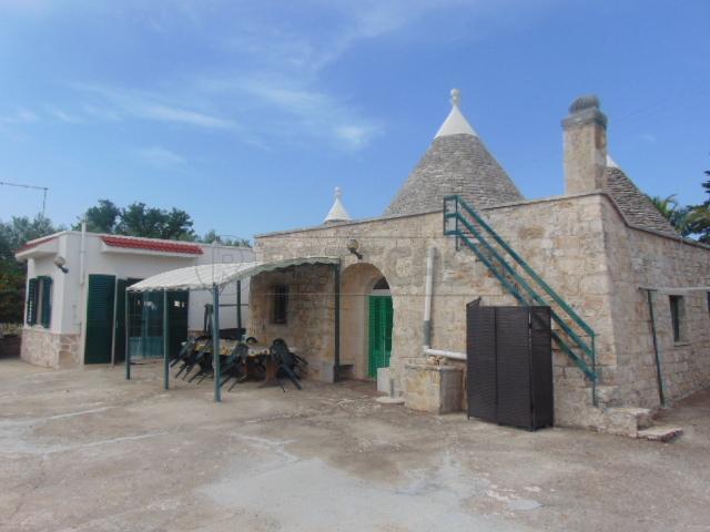 5 locali in vendita a Locorotondo (BA)