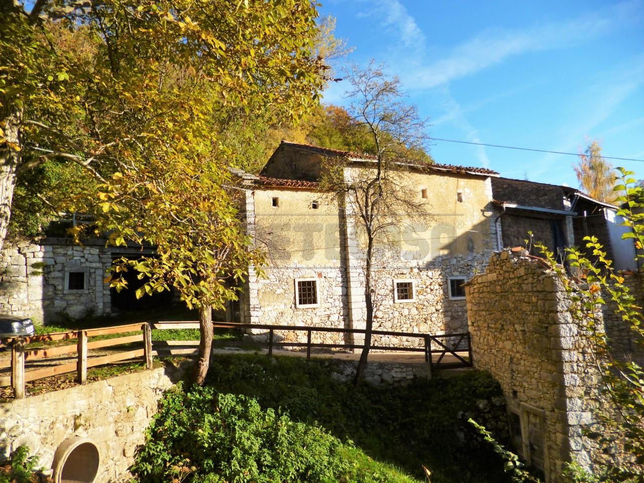 Rustico / Casale in vendita a Crespadoro, 9999 locali, prezzo € 80.000   Cambio Casa.it
