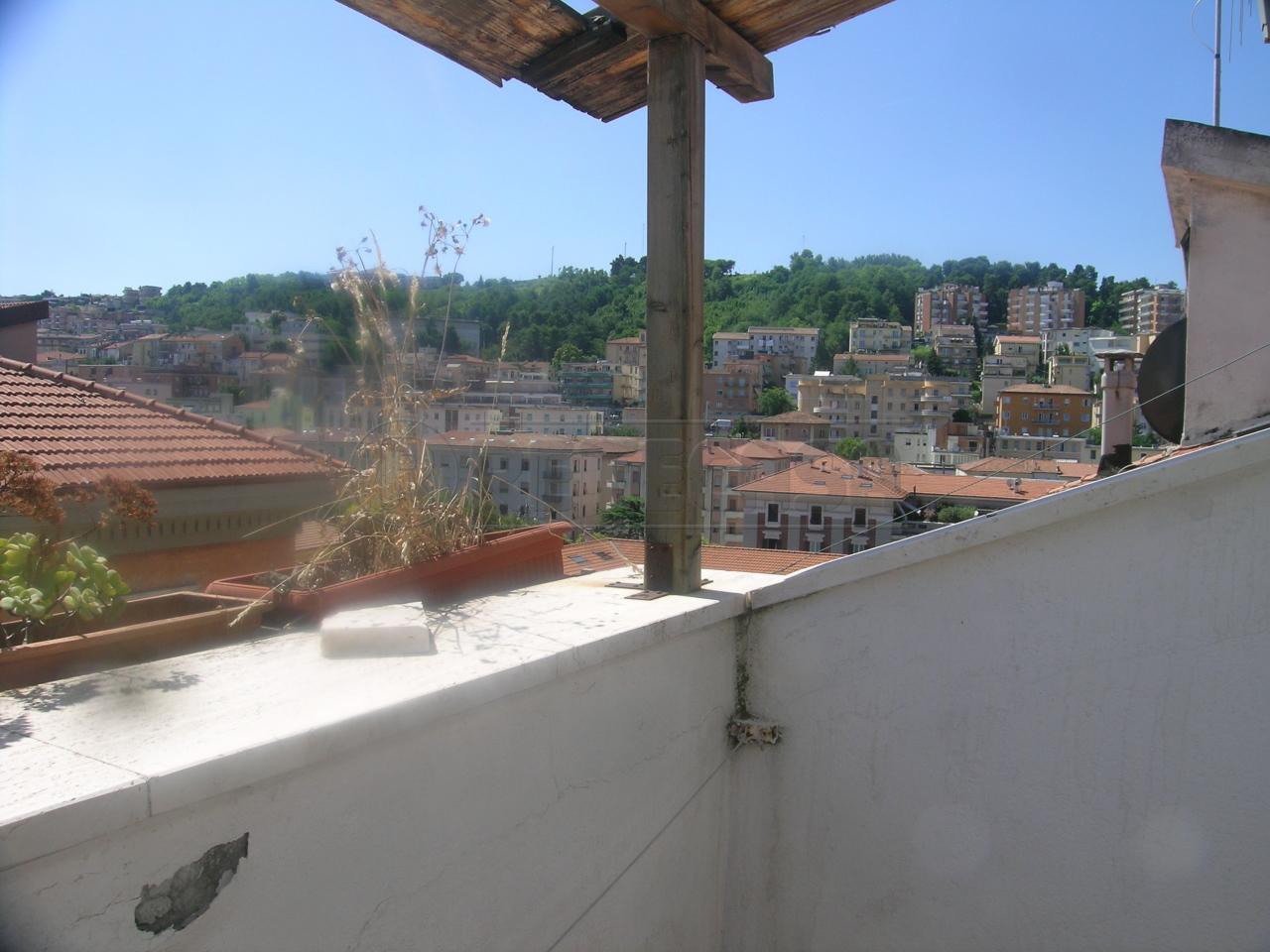 Bilocale vendita ancona zona quartiere adriatico for Planimetrie in vendita