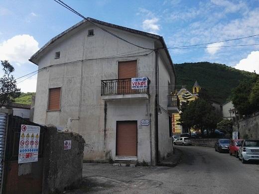 Soluzione Indipendente in vendita a Mercato San Severino, 5 locali, prezzo € 210.000 | Cambio Casa.it