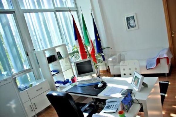 Diviso in ambienti/Locali in affitto a Ancona in Pastore
