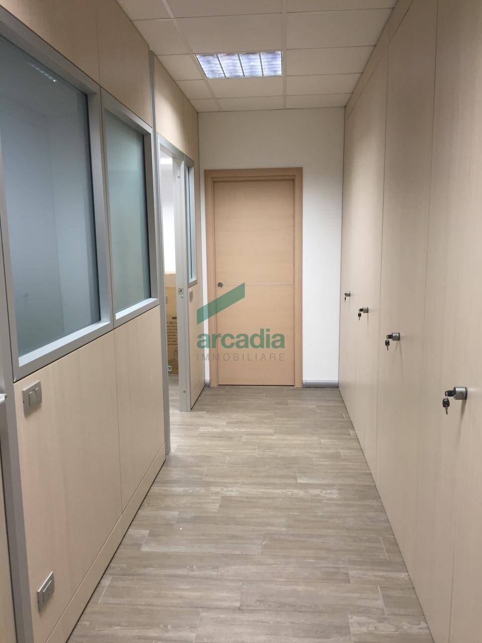Ufficio / Studio in affitto a Modugno, 4 locali, prezzo € 1.000 | Cambio Casa.it