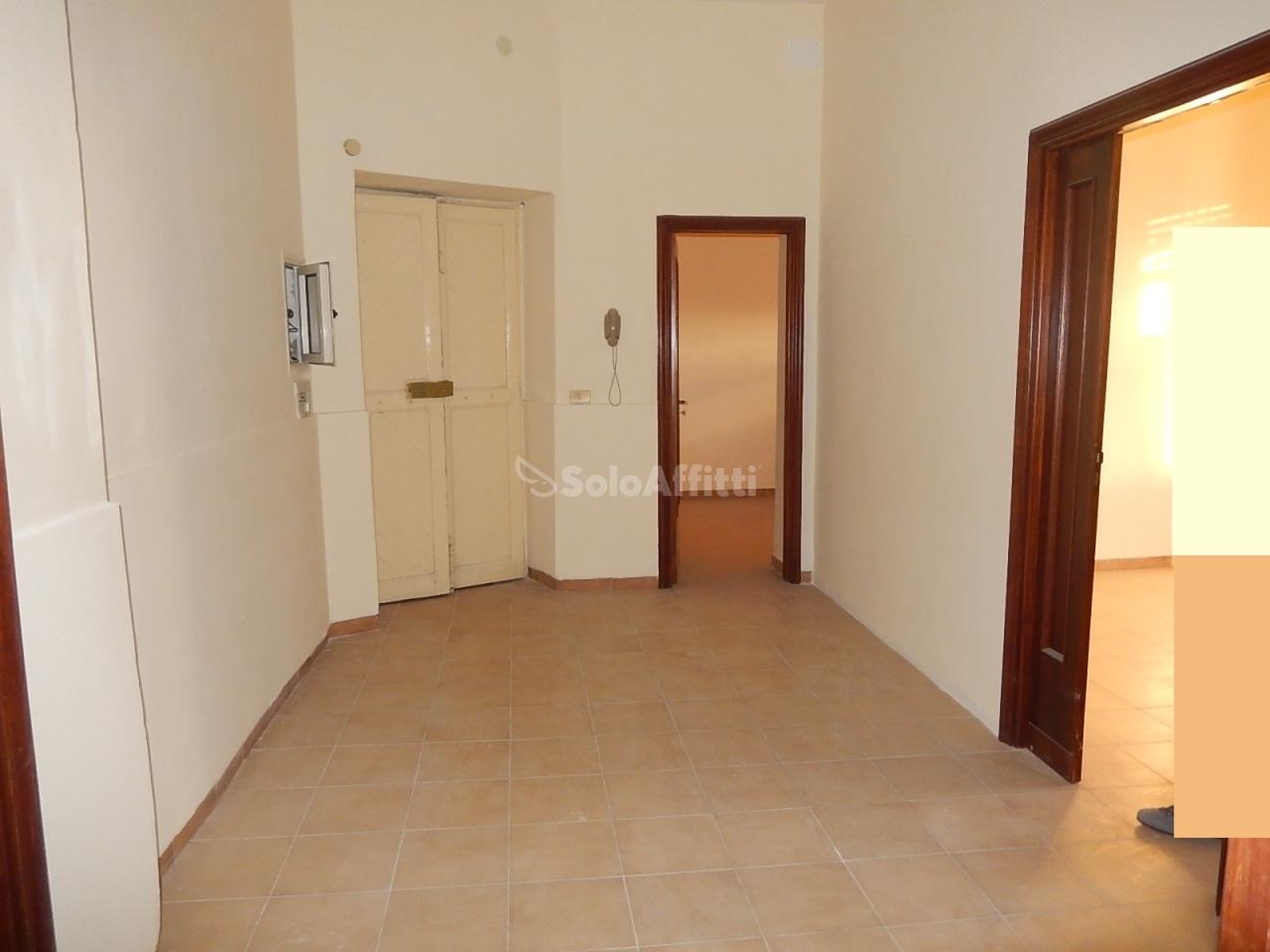 Ufficio diviso in ambienti/locali in affitto - 120 mq