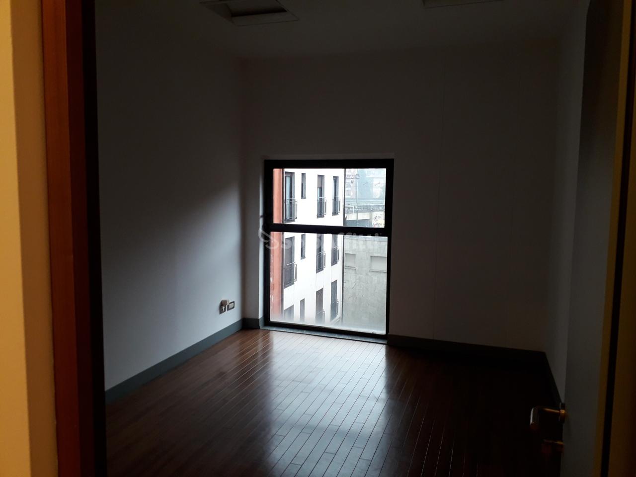 Ufficio diviso in ambienti/locali in affitto - 66 mq
