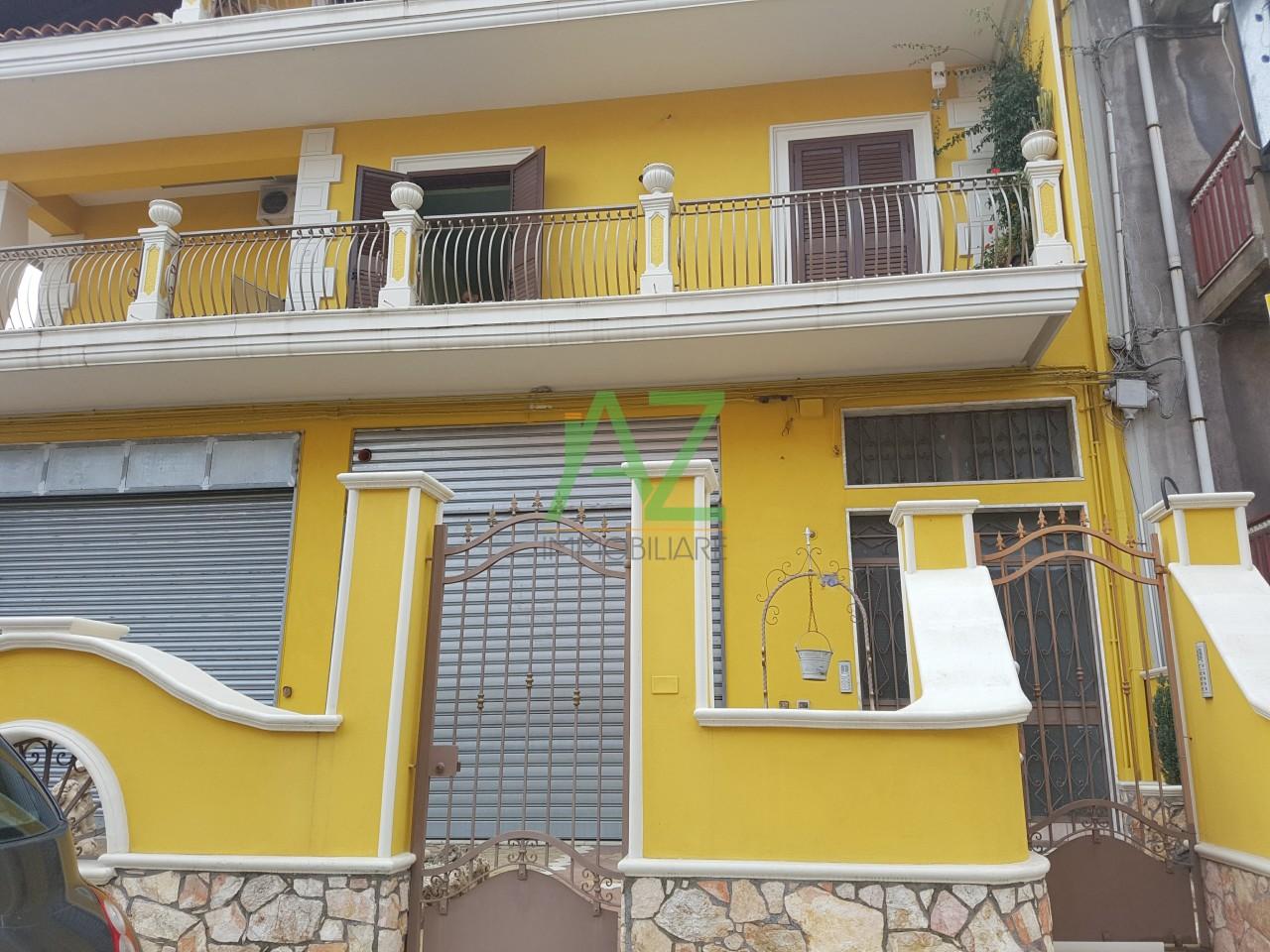 Negozio / Locale in affitto a Aci Catena, 2 locali, prezzo € 350 | Cambio Casa.it