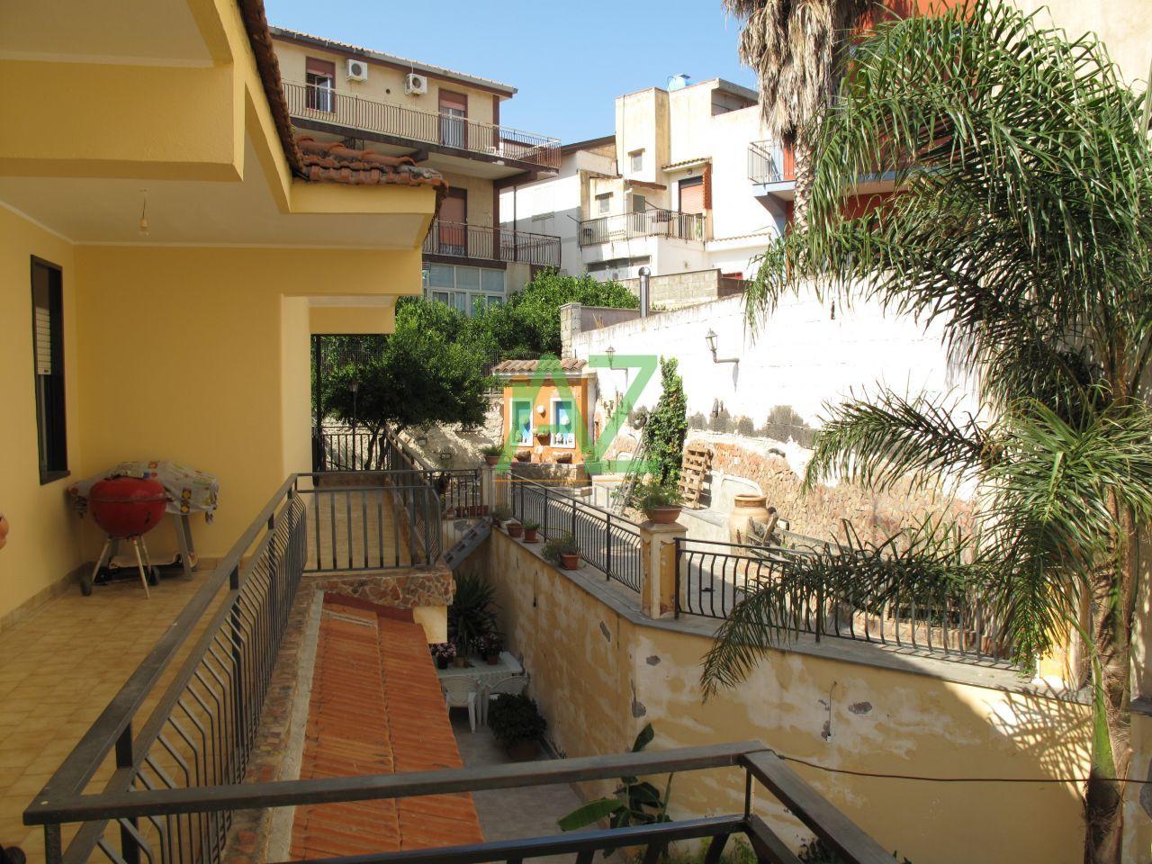 Appartamento in affitto a Motta Sant'Anastasia, 7 locali, prezzo € 650 | Cambio Casa.it