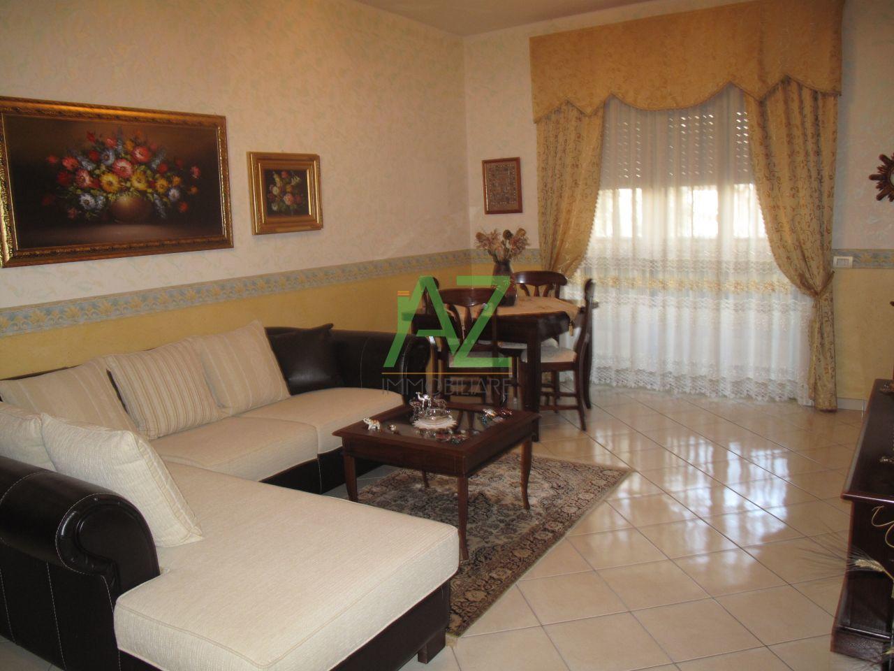 Appartamento in vendita a Motta Sant'Anastasia, 4 locali, prezzo € 110.000 | Cambio Casa.it