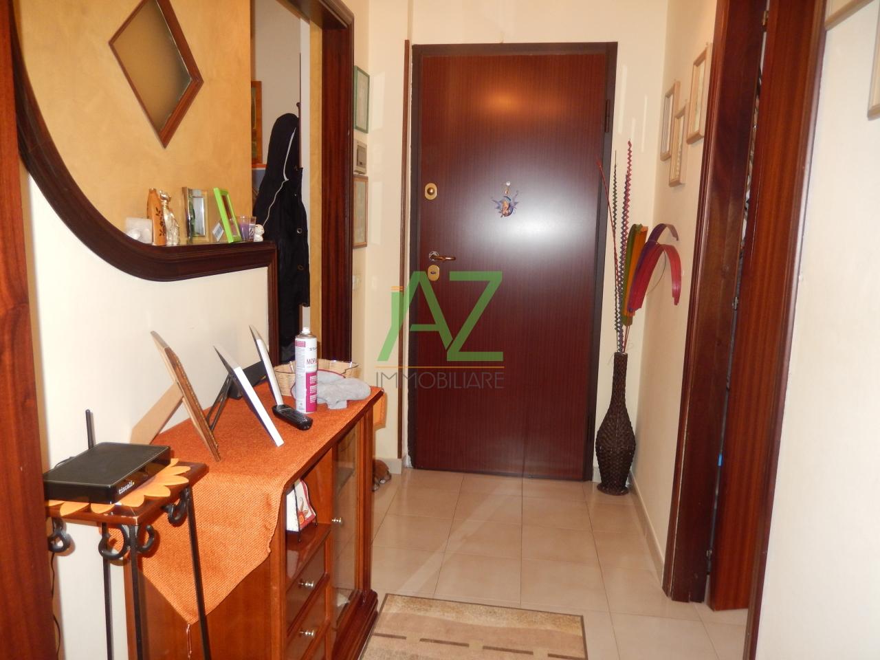Appartamento in vendita a Aci Sant'Antonio, 4 locali, prezzo € 110.000 | Cambio Casa.it