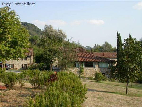 Rustico / Casale in vendita a Pescaglia, 8 locali, prezzo € 800.000   CambioCasa.it