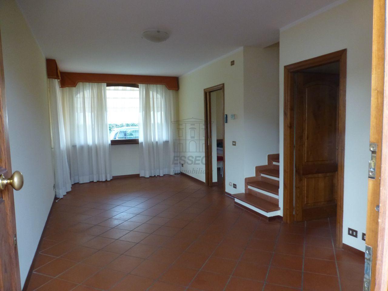 Soluzione Indipendente in affitto a Capannori, 6 locali, prezzo € 750 | Cambio Casa.it