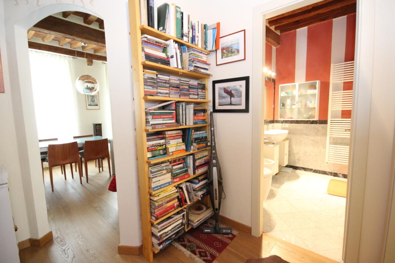 Lucca casa in centro storico totalmente ristrutturata piano primo  img 14