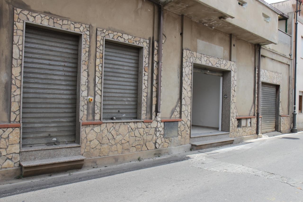 Negozio / Locale in affitto a Uta, 9999 locali, prezzo € 450 | Cambio Casa.it