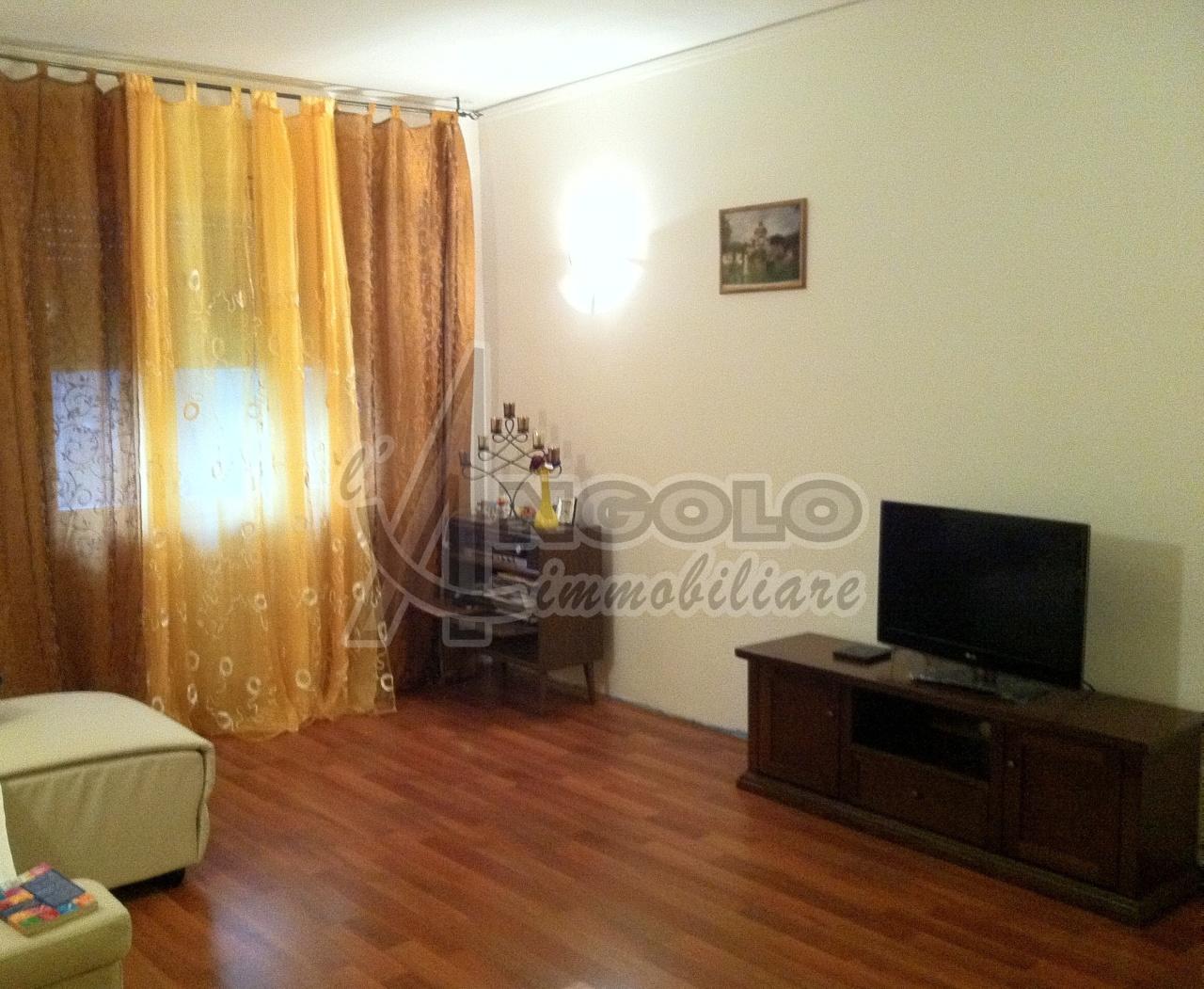 Appartamento in vendita a Polesella, 5 locali, prezzo € 65.000 | Cambio Casa.it