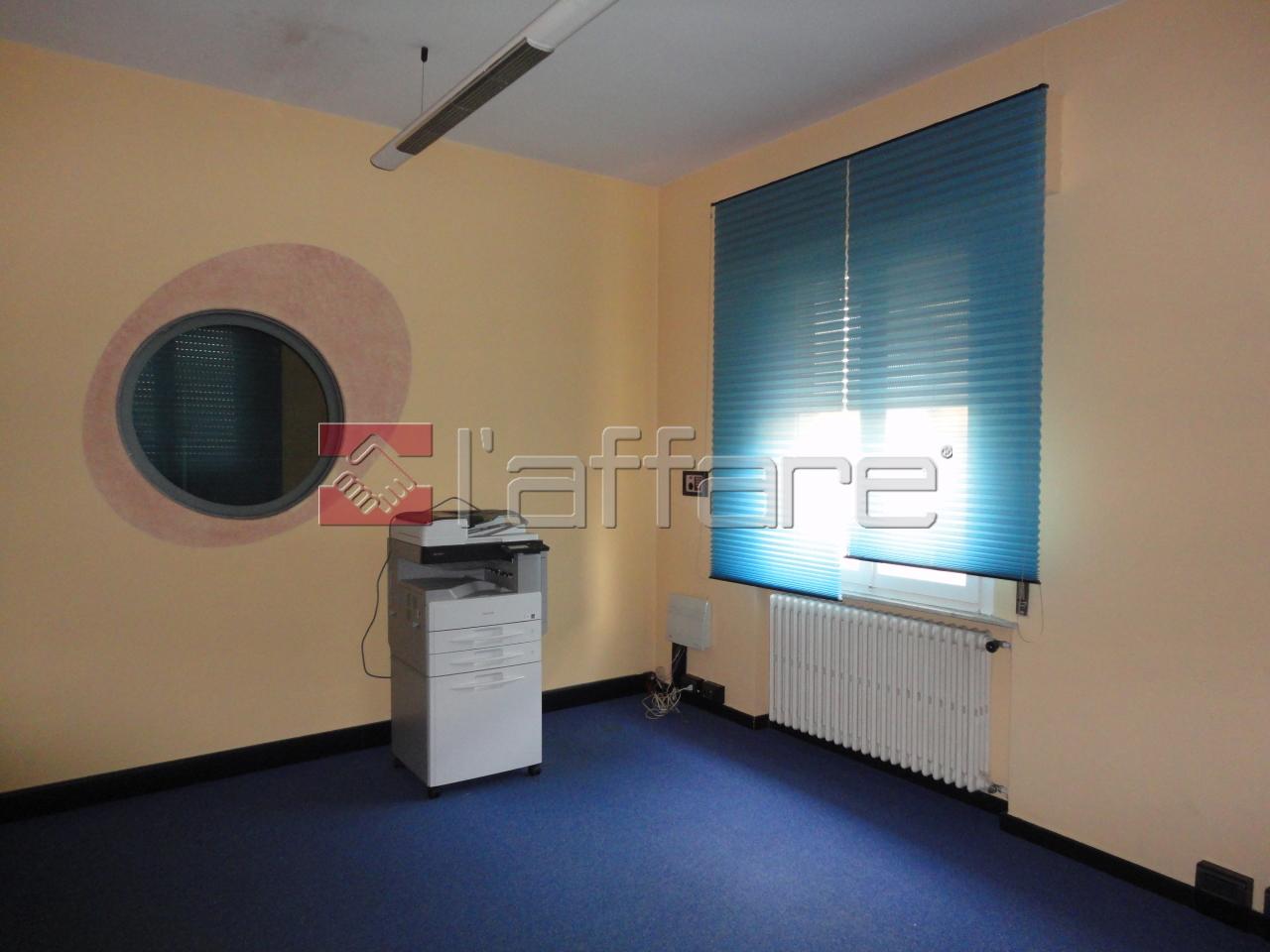 Ufficio / Studio in affitto a Ponsacco, 5 locali, prezzo € 650 | Cambio Casa.it