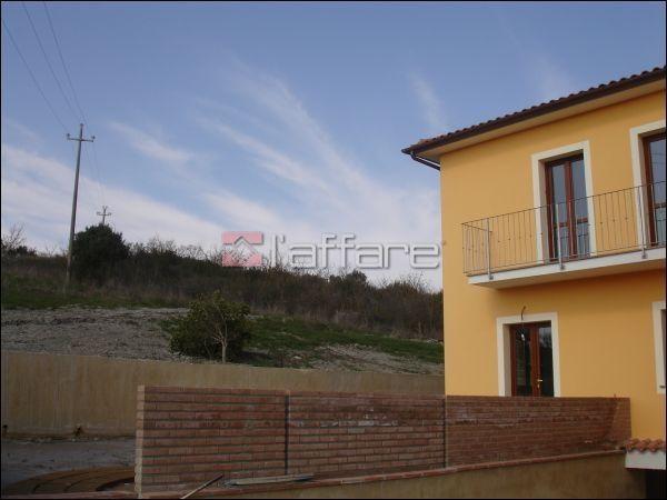 Appartamento in vendita a Lajatico, 4 locali, prezzo € 128.000 | CambioCasa.it