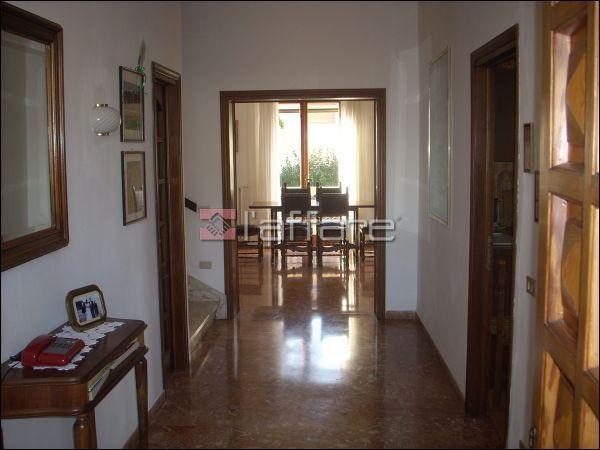 Villa in vendita a Crespina Lorenzana, 7 locali, prezzo € 750.000 | Cambio Casa.it