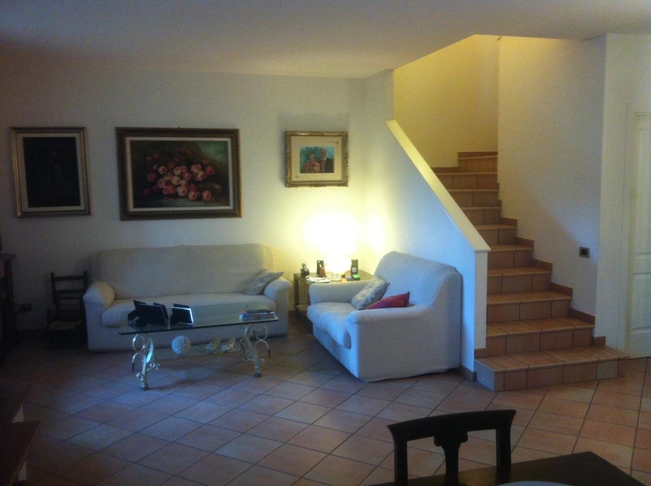 Soluzione Indipendente in vendita a Pontedera, 7 locali, prezzo € 310.000   Cambio Casa.it