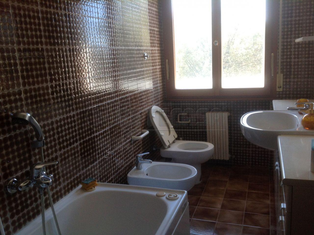 Bilocale Ancona Via Angelini 70 10