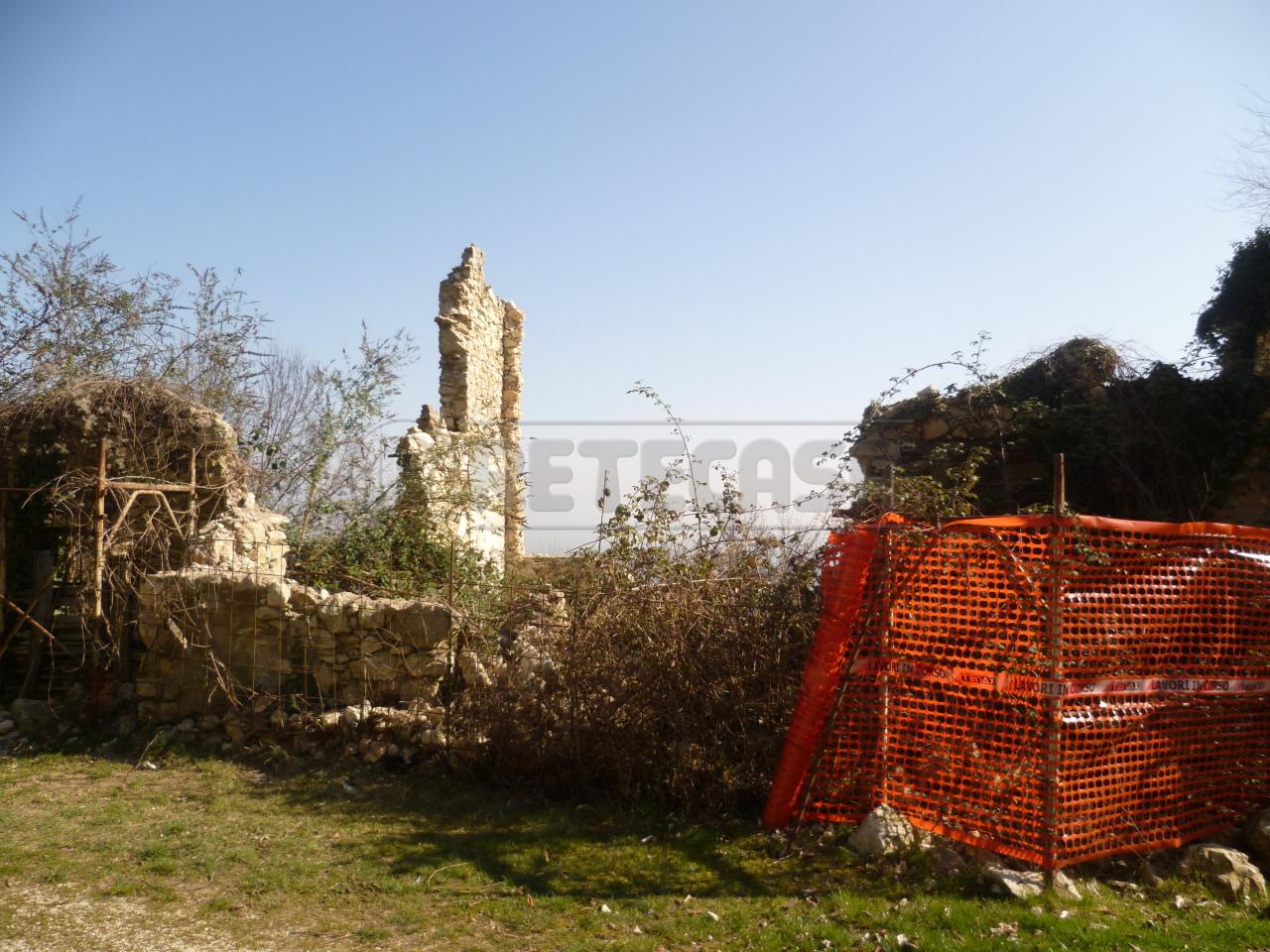 Rustico / Casale in vendita a Monte di Malo, 10 locali, prezzo € 59.000   Cambio Casa.it