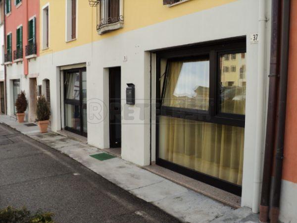 Negozio / Locale in vendita a Belluno, 2 locali, prezzo € 89.000   Cambio Casa.it
