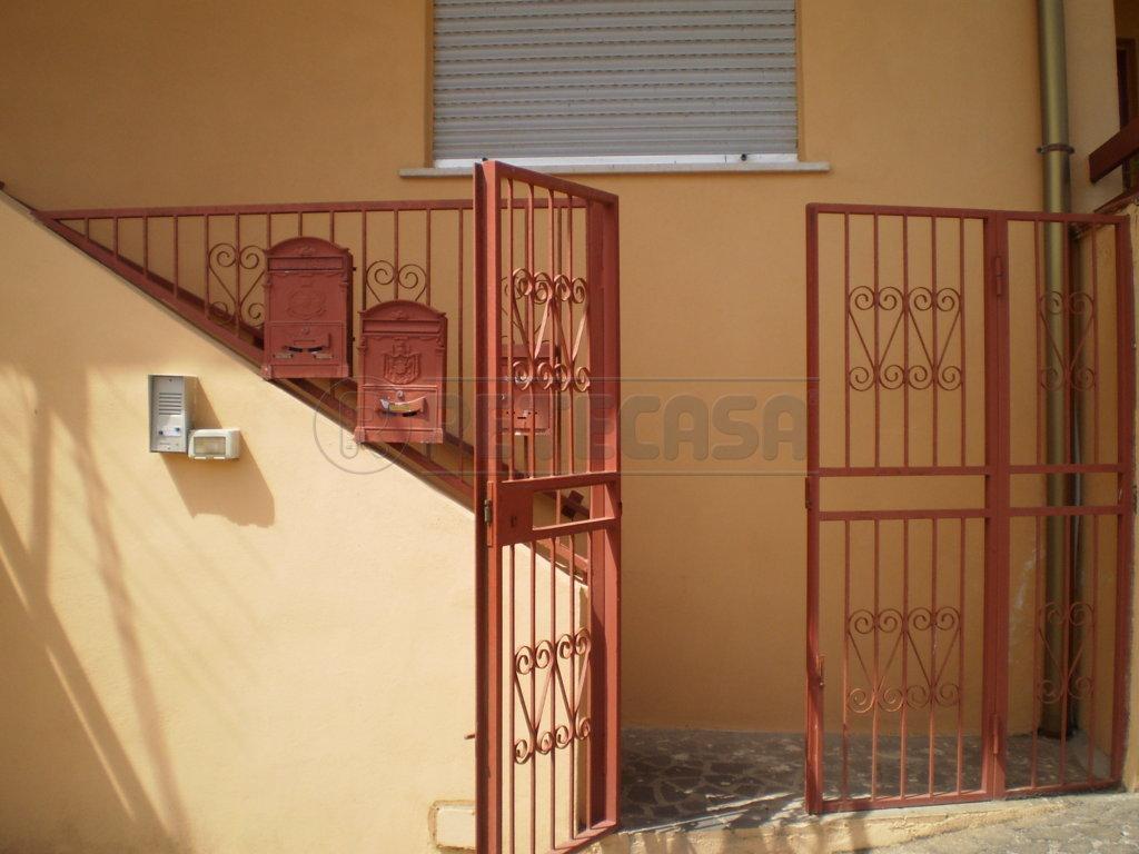 Bilocale Messina Contrada Santa Maria - Bianchi 1 2