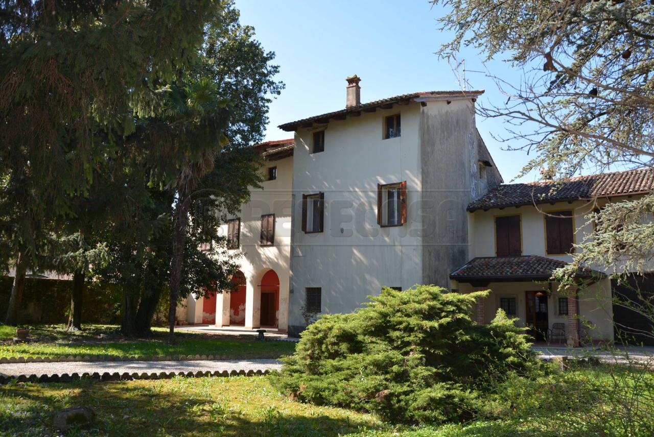 Rustico / Casale in vendita a Trivignano Udinese, 13 locali, prezzo € 265.000 | Cambio Casa.it