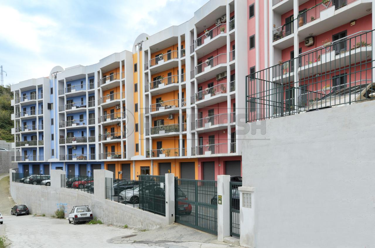 Appartamento in vendita a Messina, 5 locali, prezzo € 210.000   Cambio Casa.it