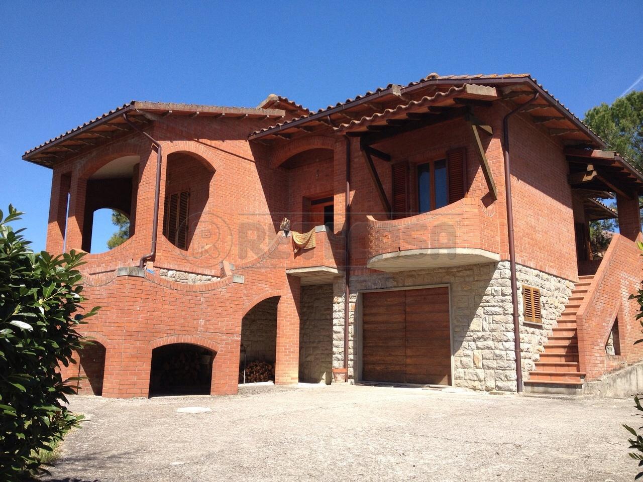 Villa in Vendita a Asciano