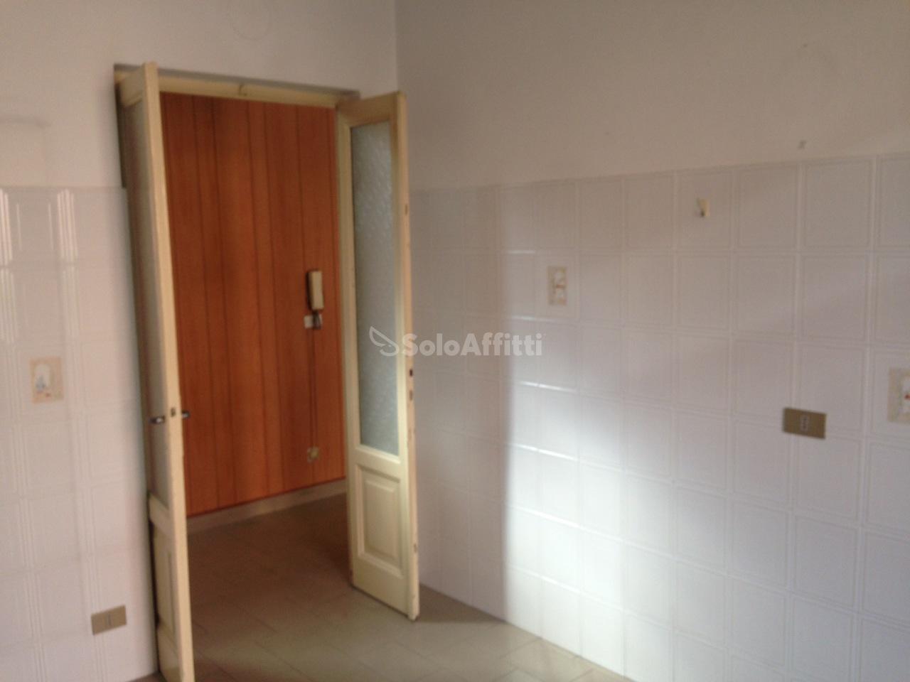 Bilocale Novara Via Frasconi  12 8