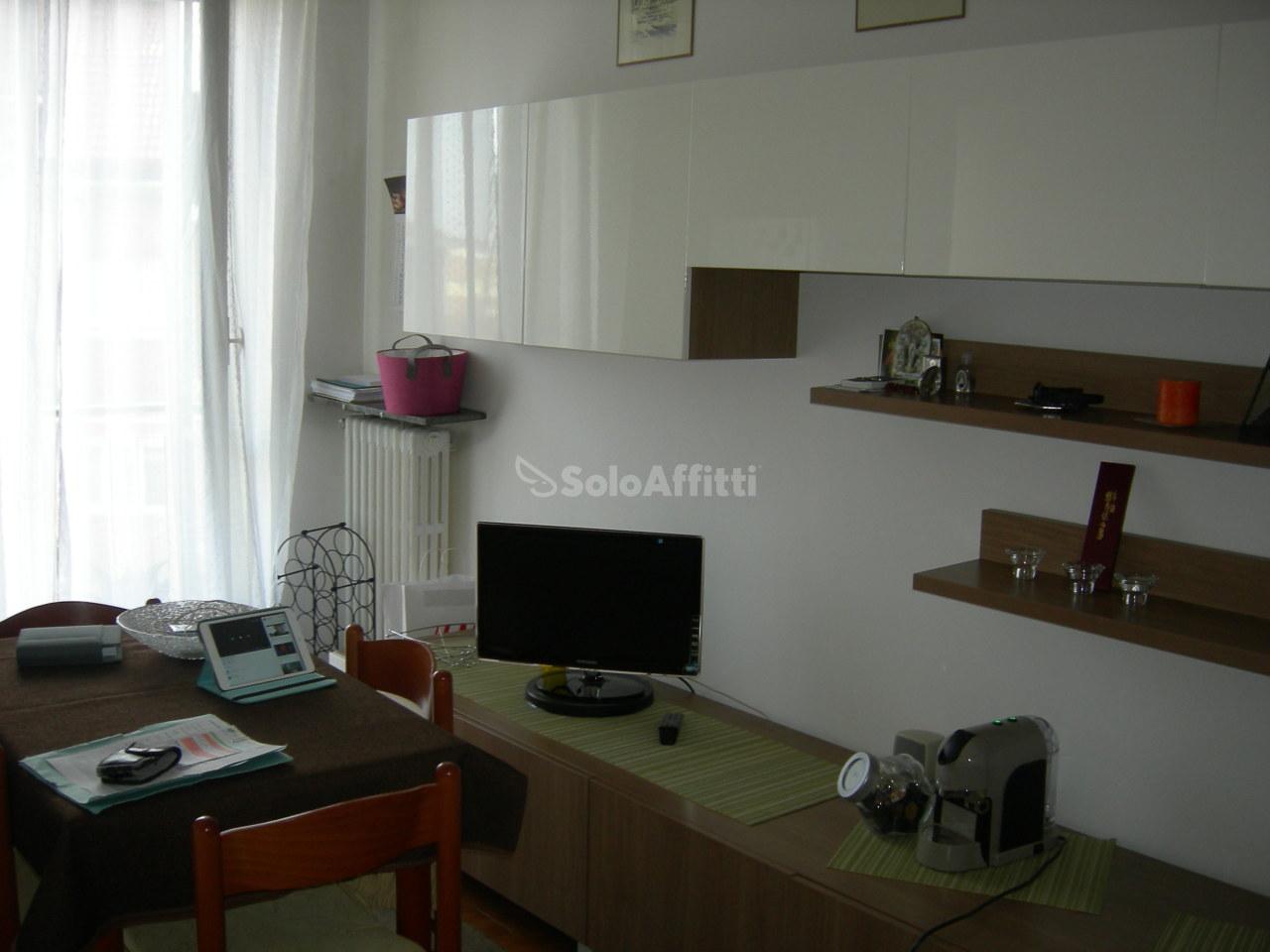 Appartamento in affitto a Moncalieri, 2 locali, prezzo € 320 | Cambio Casa.it